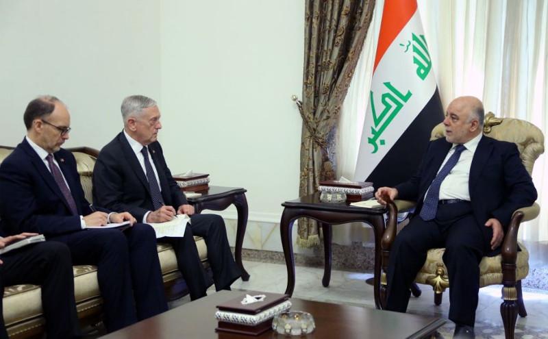 Встреча Джеймса Мэттиса (слева) с премьер-министром Ирака Хайдером аль-Абади (справа)